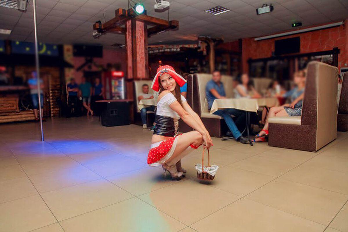 striptiz-deshevo-viezd-moskva-sisi-russkoy